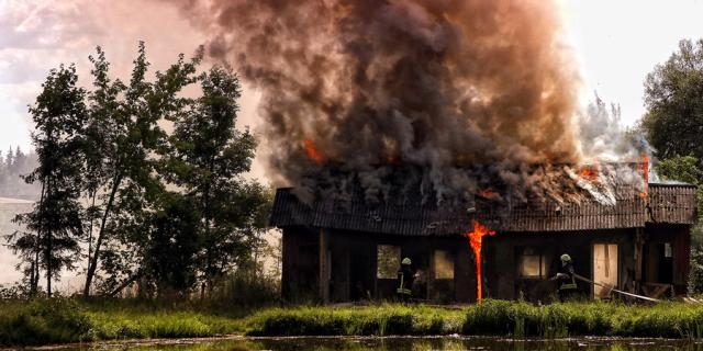 Namus degina nevalyti dūmtraukiai ir netvarkingos krosnys: kaip išvengti milžiniškų nuostolių?